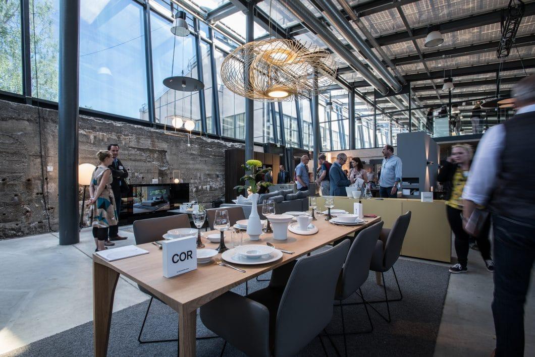 """Als Gebäude für das Pop-Up-Projekt """"Lebensraum"""" wurde der Kohlebunker im Industrial-Look gewählt. Die lichtdirchflutete, rustikale Location bot eine besondere Atmosphäre für die Premium-Produkte. (Foto: küchenwohntrends)"""