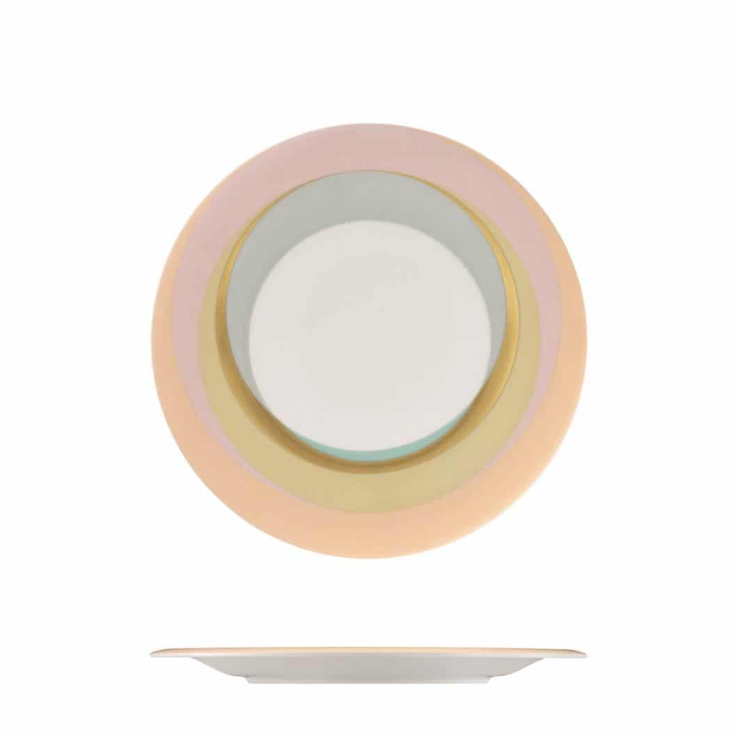 Die Farben des Sommers: Zarte Pastelltöne gehen bei den filigranen Porzellantellern und Untertassen ineinander über. (Foto: Fürstenberg)