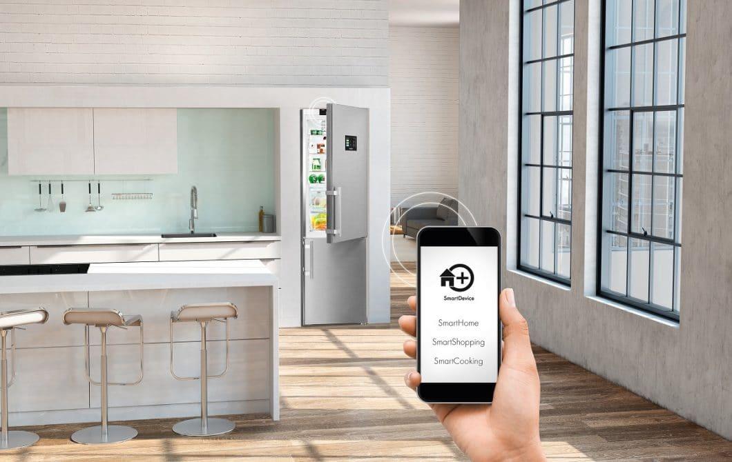 Per SmartDevice-App lassen sich alle Funktionen des Superkühlschranks überprüfen und steuern - auch aus der Ferne. (Foto: Liebherr)