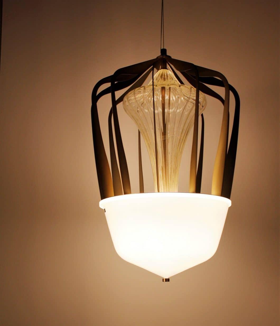 Extravagante Leuchten sind nicht nur Teil eines Raums, sondern definieren auch dessen Stil. (Foto: Susanne Scheffer)