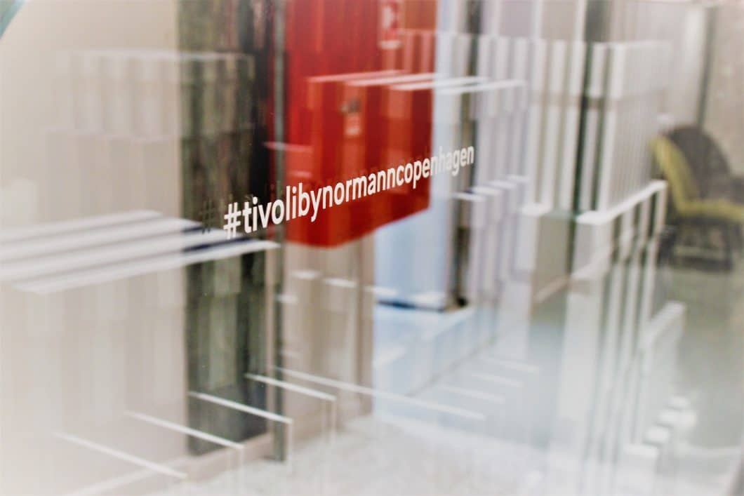 """""""Tivoli by Normann Copenhagen"""" lautet das Motto der neuen Küchen- und Wohnaccessoires des Kopenhagener Labels. Darunter fallen Tischdecken, Servietten, Blumenvasen, Korkenzieher, Besteck und Geschirr. (Foto: Susanne Scheffer)"""