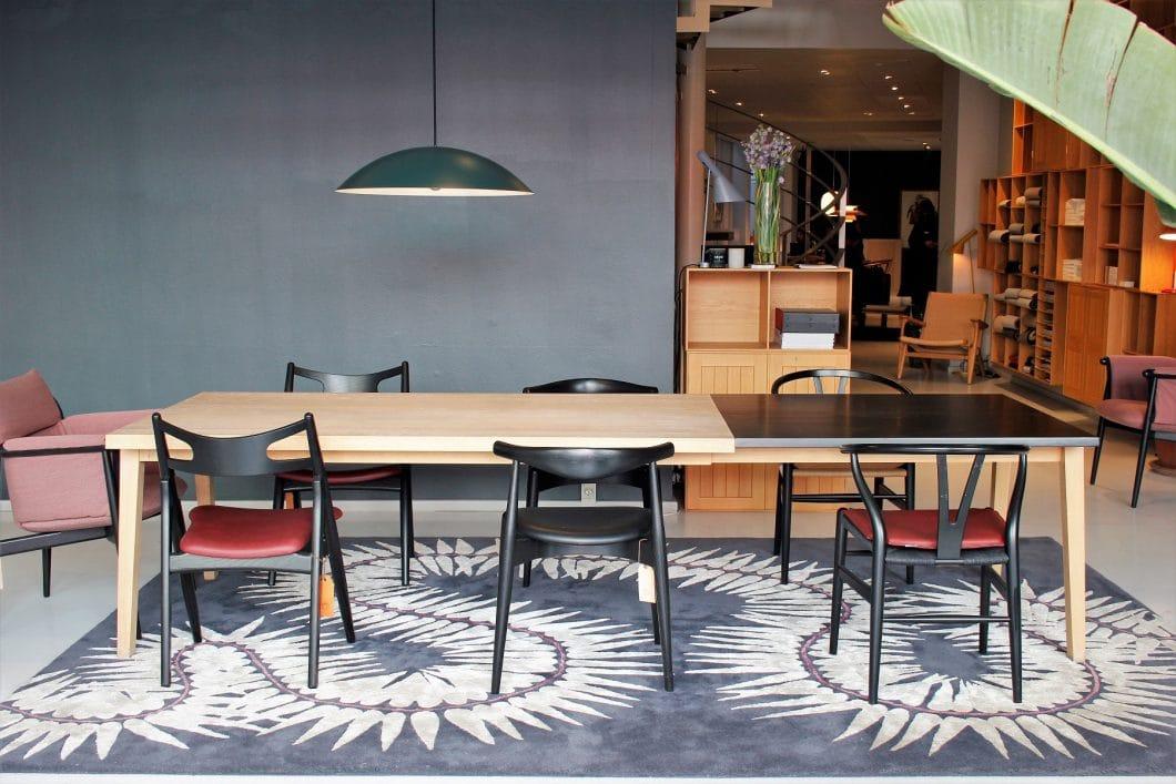 Auf der Designmesse 3daysofdesign können Besucher in ganz Kopenhagen durch die Showrooms bekannter Hersteller streifen und spezielle Veranstaltungen zur handwerklichen Herstellung der Möbel und Accessoires besuchen. (Foto: Susanne Scheffer; Carl Hansen & Søn)