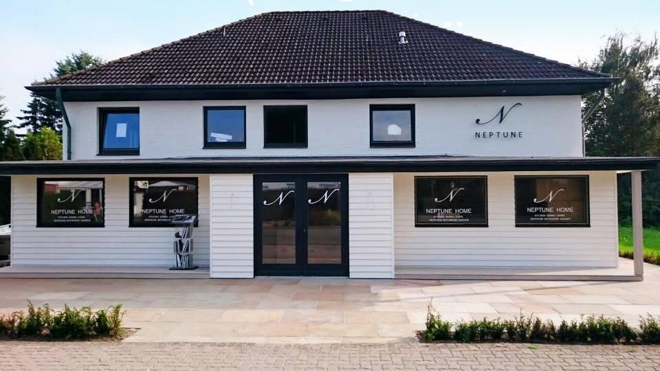 Neptune Home Hamburg ist kein einzelnes Studio - sondern ein Haus, in dem Besucher durch verschiedene Wohnwelten des britischen Landhausstils wandern können. (Foto: Neptune)