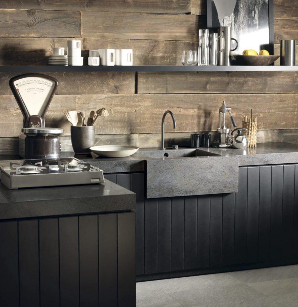 Eine luxuriöse Corian-Arbeitsplatte wirkt besonders eindrucksvoll in Kombination mit verschiedenen Materialien, wie beispielsweise Holz. (Foto: DuPont, Corian)