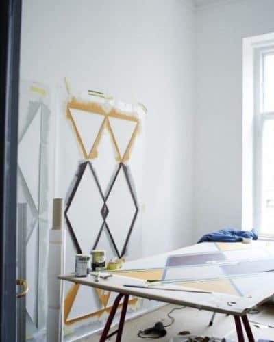 Die Muster können einfach, die Farben lebendig sein. Zusammen ergeben die bedruckten Wandtapeten von File Under Pop ein kreatives Ensemble für die Küchenwand. (Foto: File Under Pop)