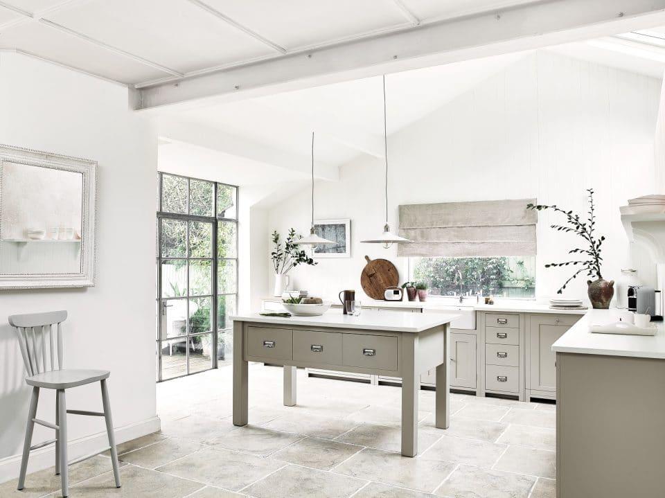 Neptune Home Hamburg steht nicht nur für eine passgenaue Küchenplanung mit hochwertigen Materialien. Auch das Drumherum wird in die Beratung miteinbezogen - von Licht über Wände und Böden bis zur Raumaufteilung. (Foto: Neptune)