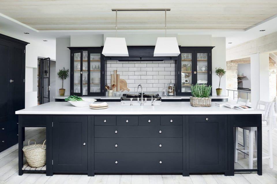 Mut zur Farbe: Zwar sind auch bei Neptune Home Hamburg klassisch weiße Küchen beliebt, aber die Kunden trauen sich insgesamt mehr zu, sagt Geschäftsführer Kevin Jakobs. (Foto: Neptune)