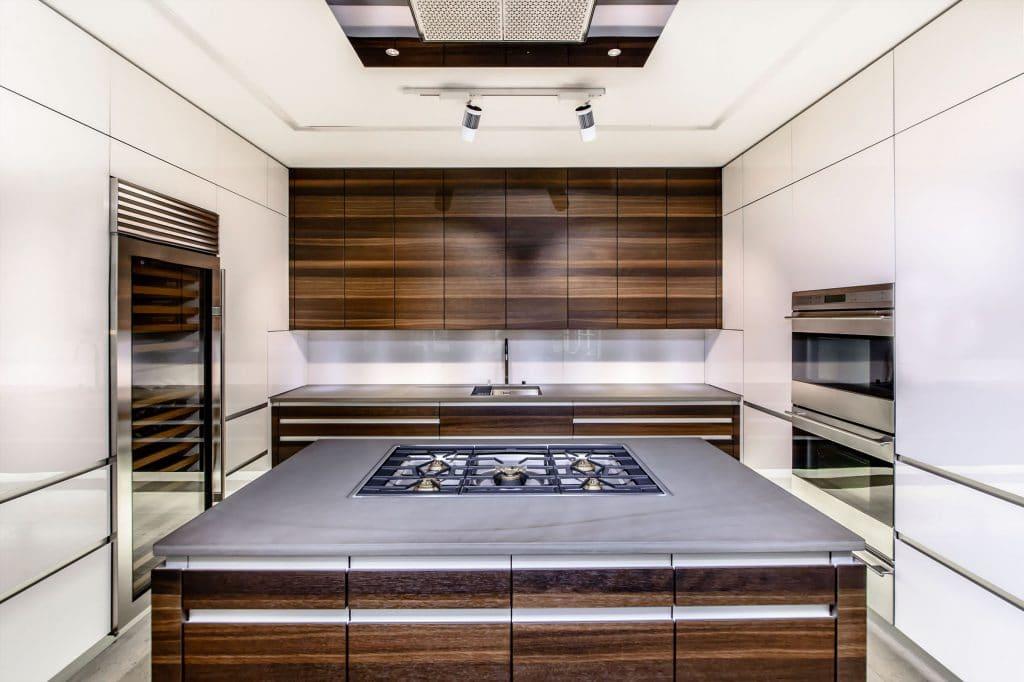ausstellungsk chen hochwertigkeit zum sonderpreis. Black Bedroom Furniture Sets. Home Design Ideas