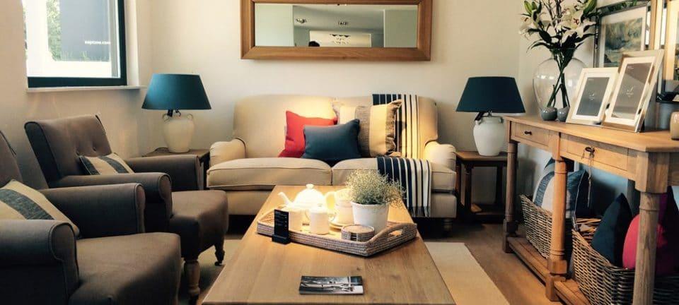 Neptune Home Hamburg bietet keinen reinen Kaufvorgang, sondern ein Erlebnis: Kunden tauchen ein in den typisch britischen Landhausstil, der elegant und modern zugleich auftritt. (Foto: Neptune Hamburg)