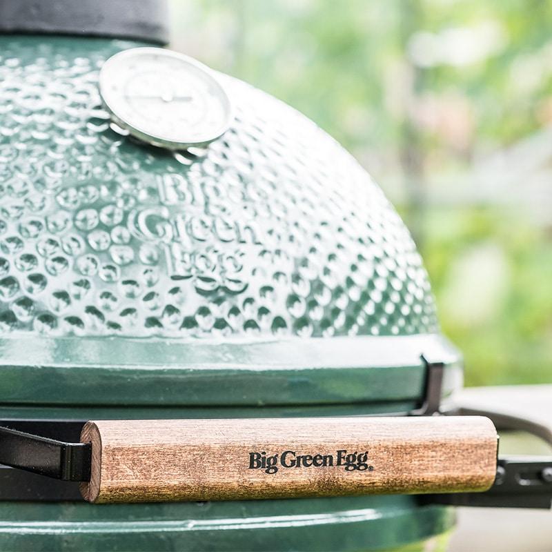 Das Big Green Egg ist ein luxuriöser Outdoor-Grill, der nach dem Vorbild des japanischen Tontopfes Kamado entworfen wurde. (Foto: Big Green Egg)