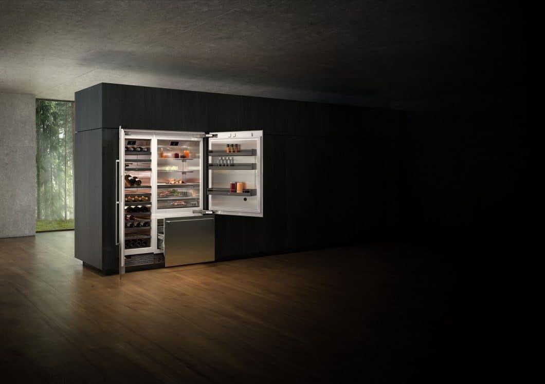 Die Gaggenau Weinklimaschränke können mit Glastür oder Volltür in eine Küchenzeile integriert werden. Wahlweise sind sie als Side-by-Side oder in Kombination mit dem Kühl-Gefrier-Gerät von Gaggenau zu erwerben. (Foto: Gaggenau)