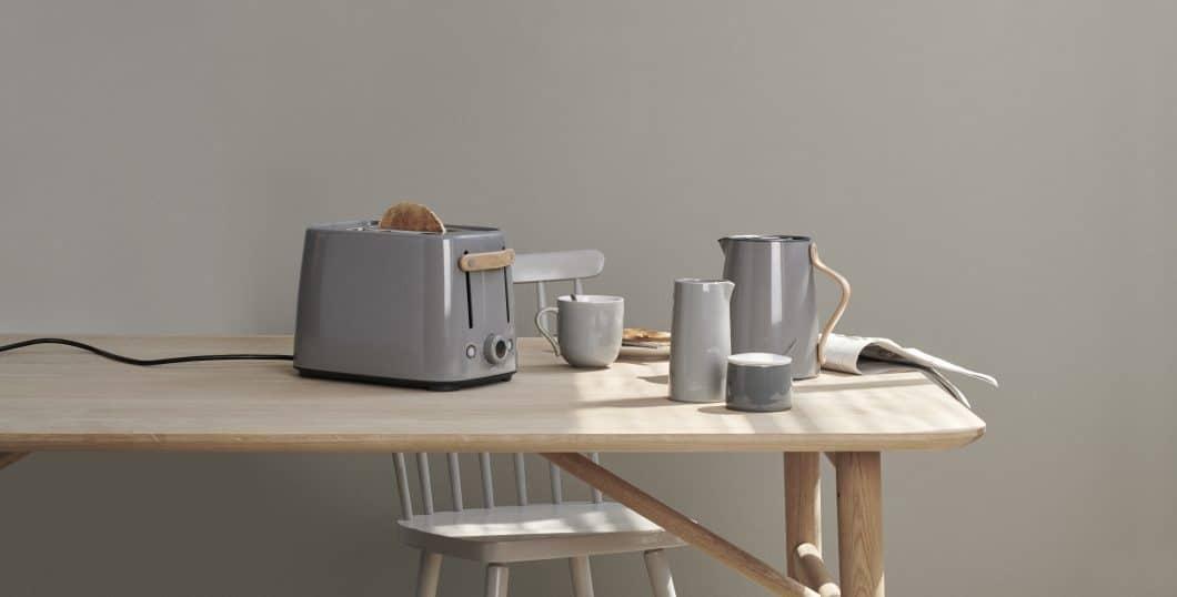 Jede Stelton-Serie hat ihren ganz eigenen Charme. Jener der romantischen Emma-Produkte kann nun auch in Form dieses Toasters in die eigene Küche geholt werden. (Foto: Stelton)