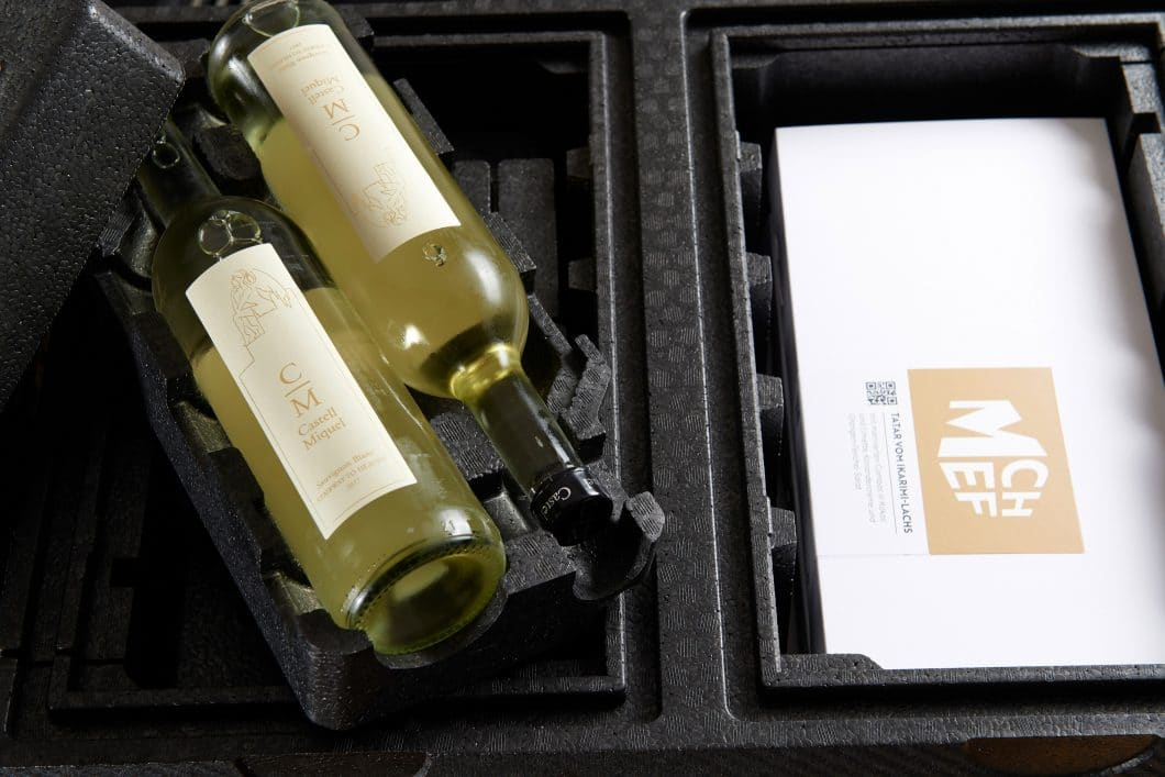 Vier unterschiedliche Klimazonen ermöglichen es, unterschiedliche Gerichte sowie verzehr-bereiten Wein in einer MChef-Transportbox bis zu 24h lang aufzubewahren. (Foto: Miele)