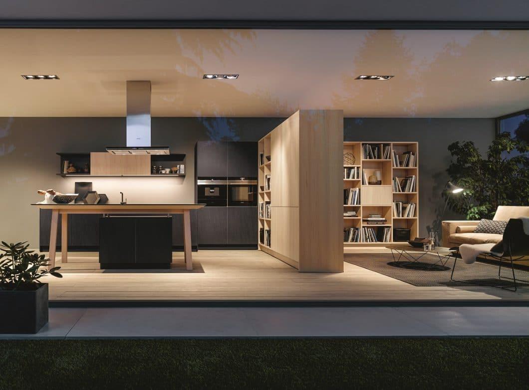 Die Küchentrends 2019 handeln von viel Holz, halboffenen Küchen - und einem neuen Mittelpunkt des Küchenraums. (Foto: next125)