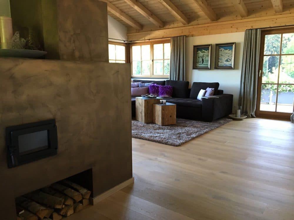 Almhofer Architektur & Wohnen setzt auf eine ganzheitliche Raumplanung: Wände, Böden, Wohnmöbel und Lichtplanung können aus einer Hand realisiert werden. (Foto: Almhofer Architektur & Wohnen)