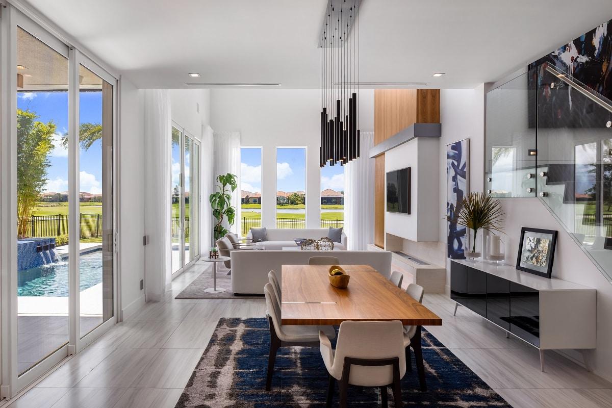 Minimalismus ist Kunst: dieser spektakulär puristische Wohnbereich setzt auf helle Naturtöne, die dem Raum viel Ruhe und eine warme Atmosphäre schenken. Daneben lockern Farbtupfer in kräftigem Blau und der Einsatz von Schwarz das Gesamtbild auf und verleihen dem Wohnbereich eine große Portion Modernität. (Foto: Stock/Adobe/Michael)