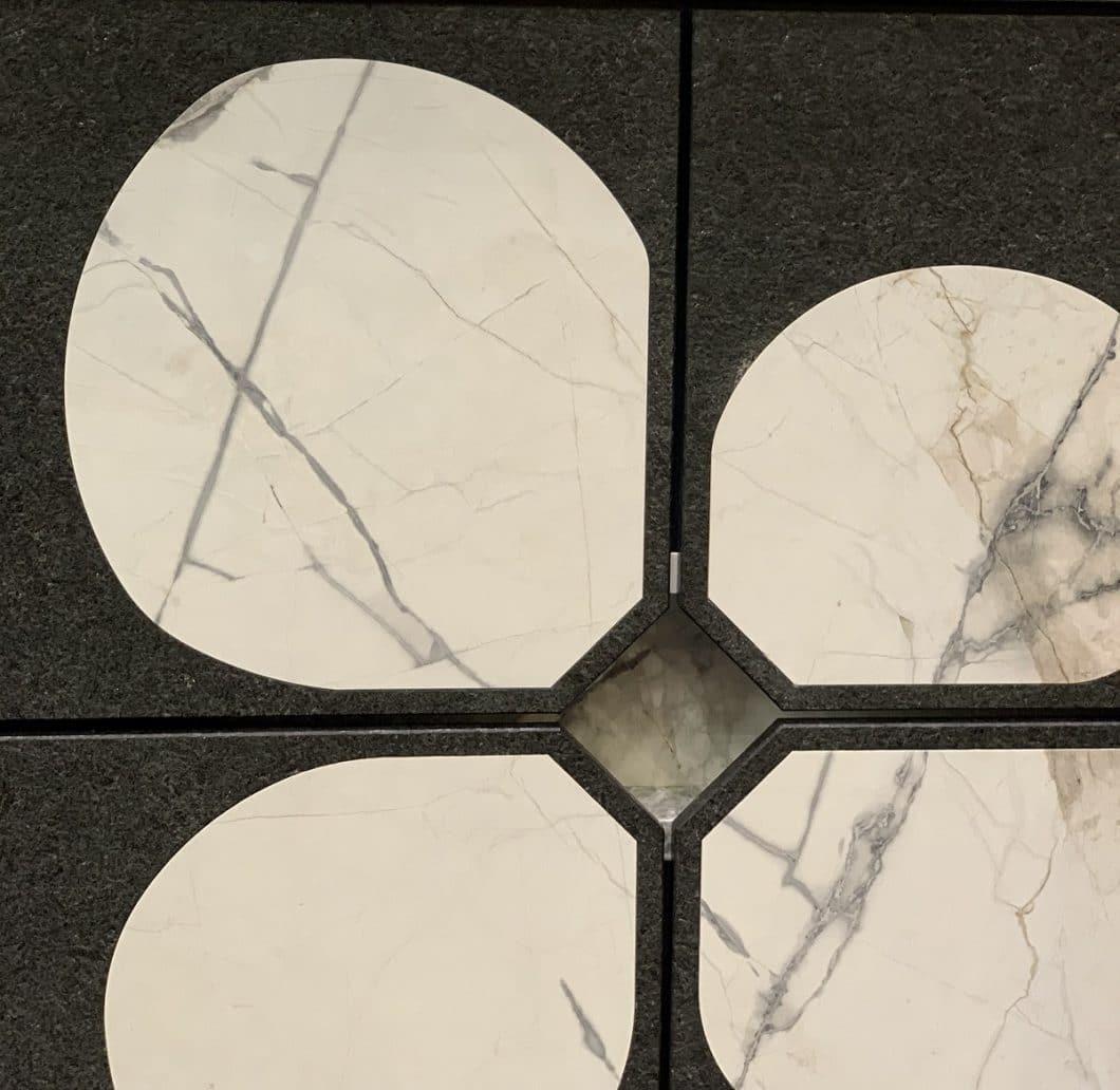 """Beeindruckende Kunst in Stein: die Front des """"Aristokraten"""" ist mit Steinintarsien durchsetzt, deren Ausschnitt zuvor sorgfältig ausgefräst werden musste. (Foto: Susanne Scheffer)"""