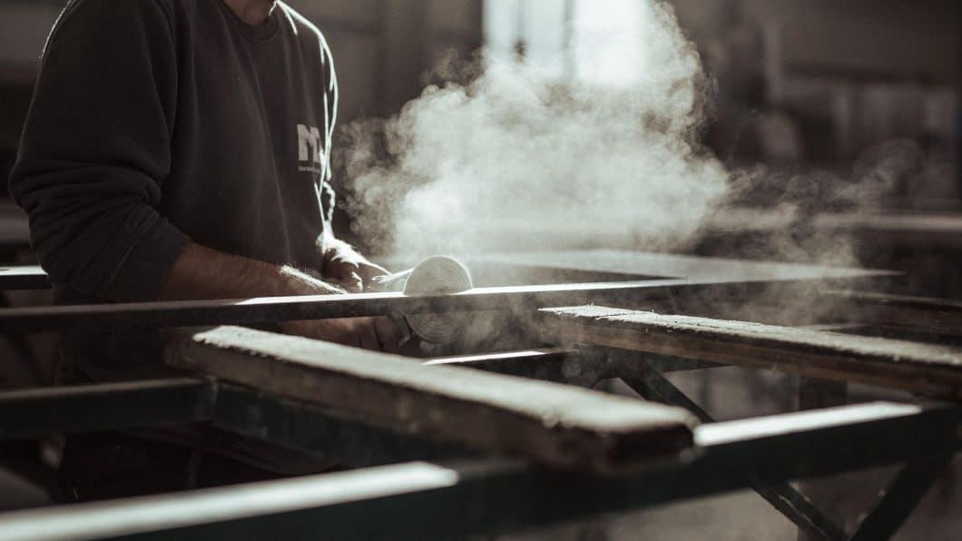 Zulieferer für hochwertige Küchenstudios sind den Endkunden selten bekannt. Mit seiner neuen Markenkampagne möchte MCR auf die Produktion hinter den Kulissen, aber auch die vielfältigen Bearbeitungsmöglichkeiten von Stein aufmerksam machen. (Foto: MCR)