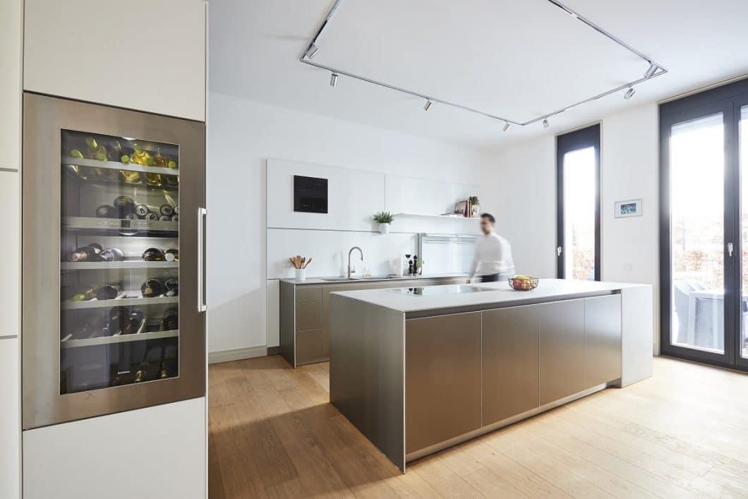 """Das Projekt bulthaup b3 """"Sophienterrasse"""" wurde unter anspruchsvollen Anforderungen ausgeführt - eine Augenweide für Besucher und die darin lebende Familie. (Foto: Küchen-Atelier Hamburg/ Volker Renner)"""