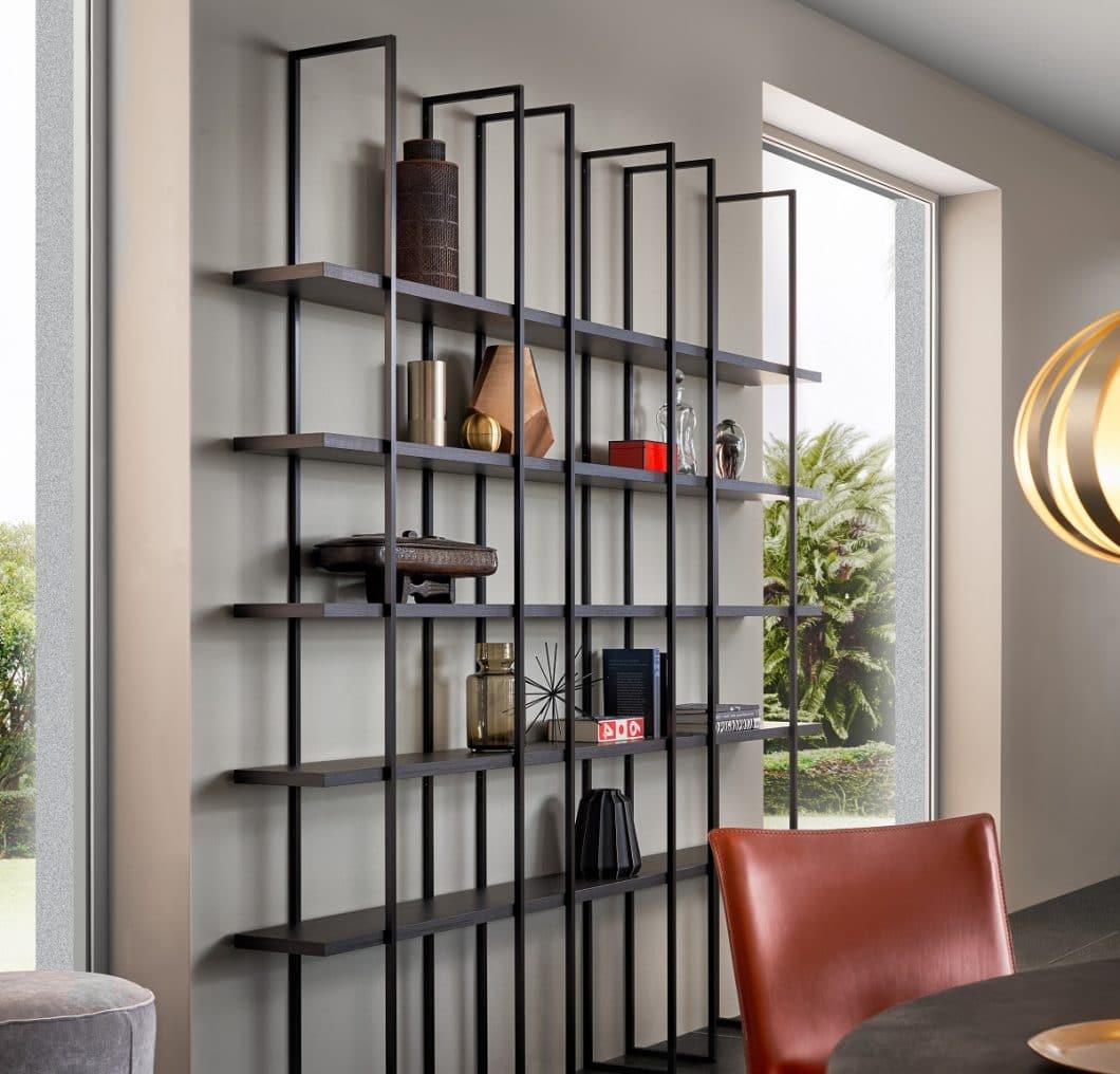 Das offene Küchenregal FIOS von LEICHT kann aufgrund seiner simplen Struktur vielfältig in den Küchenraum integriert werden. (Foto: LEICHT)