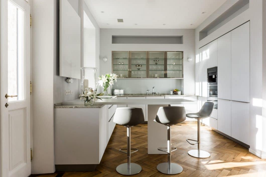 Ein hochwertiger Küchenraum soll Sie auch die nächsten 20 Jahre noch begleiten - mindestens. Für Check-Ups und Reparaturen können Sie sich daher als Kunde vertrauensvoll an ein Studio wenden. (Foto: Die Küche Marc Boehlkau)