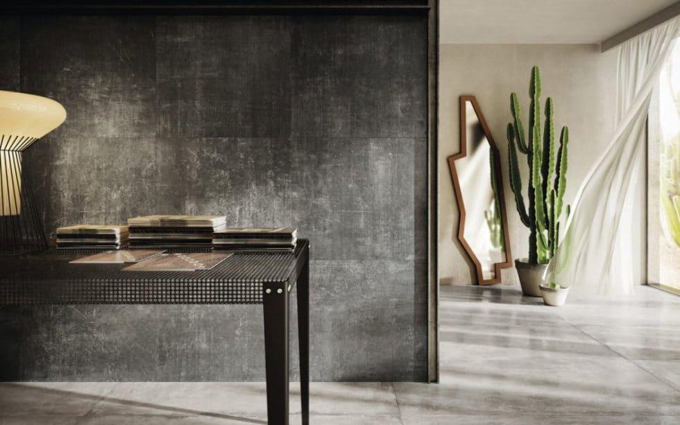 """Beton ist das Material der Stunde: für """"Grunge Concrete"""" (Bild), """"Arizona Concrete"""" oder """"Solid Concrete"""" wurde das raue Material in verschiedenen hellen und dunklen Optiken aufbereitet - mit beabsichtigten Gebrauchsspuren. (Foto: Iris Ceramica Group)"""