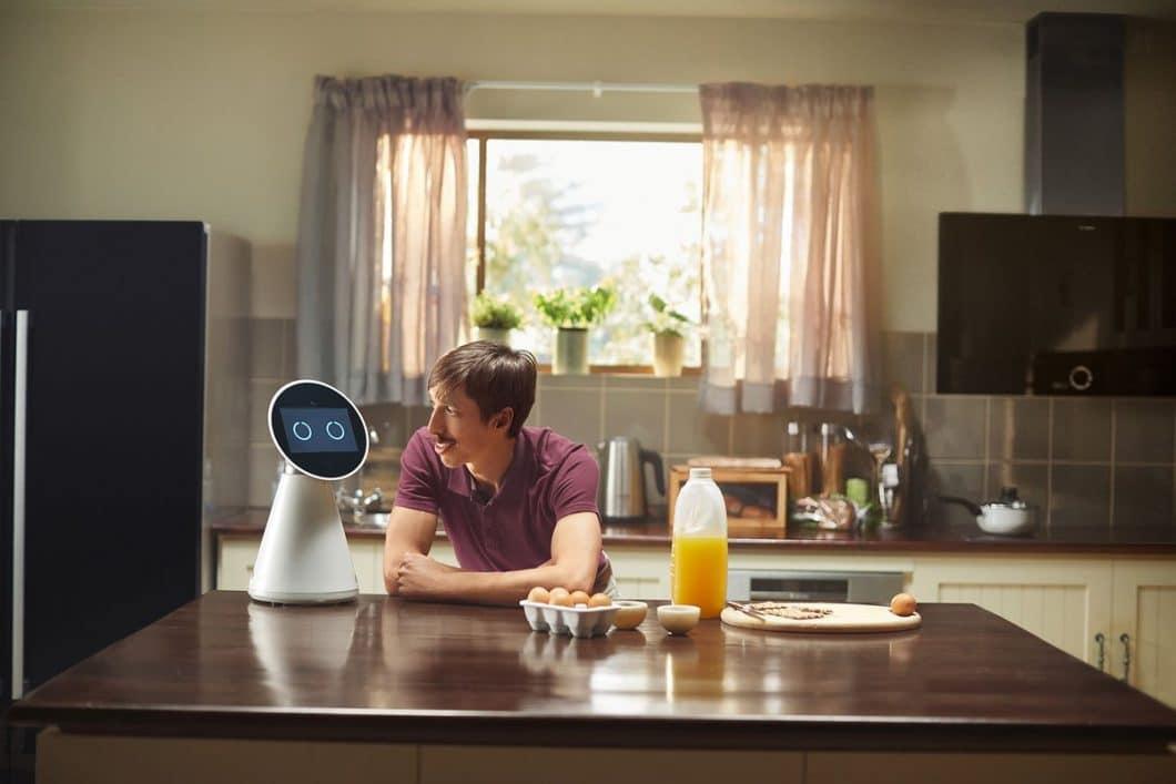 """Der neue Anti-Held des Internets und Star der """"Like a Bosch""""-Kampagne: eine grandiose Parodie auf den Hipster, der dank seiner Home Connect-App alles im Griff hat. (Foto: Bosch Hausgeräte)"""