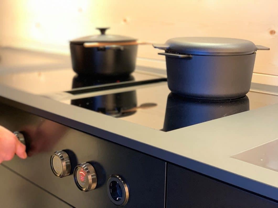 Auf der Küchenmesse LivingKitchen 2019 wurde das BORA Professional 2.0 All Black-Kochfeld der Öffentlichkeit vorgestellt - und stieß sofort auf positive Resonanz, auch bei designaffinen Kunden. (Foto: Susanne Scheffer / KüchenDesignMagazin)