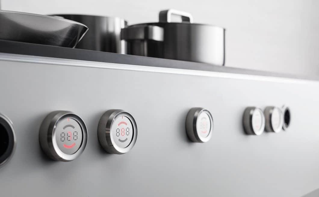 Praktisch: die Bedienknebel beim BORA Professional 2.0 können bei Nichtgebrauch entfernt werden und setzen damit die Funktion des Kochfelds außer Kraft. Neben dieser Art der Kindersicherung ist ein Induktionskochfeld besonders sicher. (Foto: BORA)