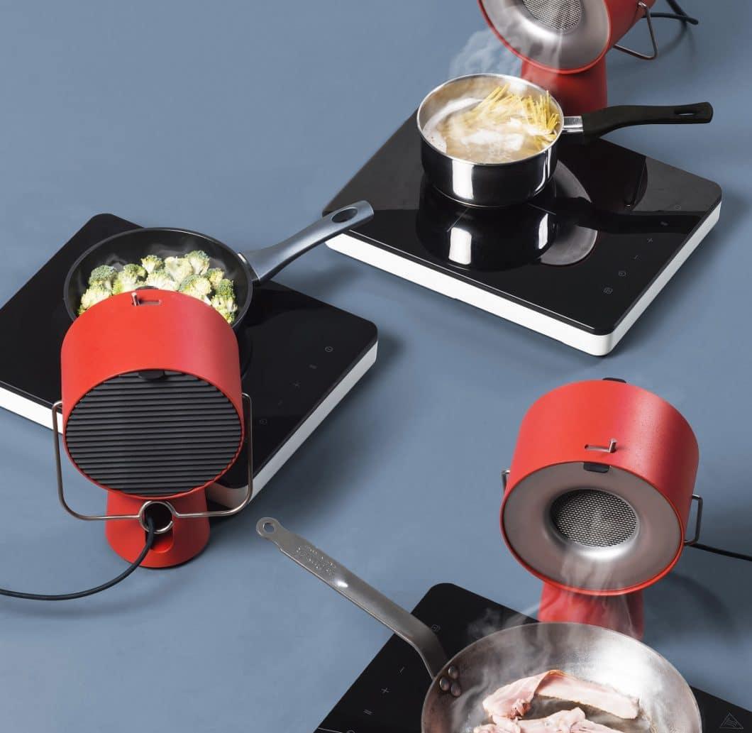 Eine tragbare Dunstabzugshaube? Klingt futuristisch, wurde aber unlängst vom Schweizer Produktdesigner Maxime Augay entworfen. (Foto: Augay)