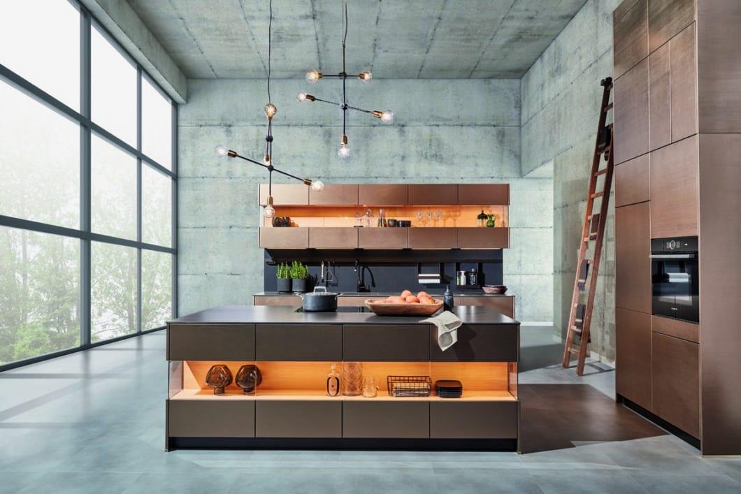 zeyko, die Premiumküchenmanufaktur aus dem Schwarzwald, präsentiert sich neuerdings nicht nur mit handwerklichen Super-Küchen, sondern auch schnell zusammensetzbaren Modulküchen, dem zeyko RACK. (Foto: zeyko)