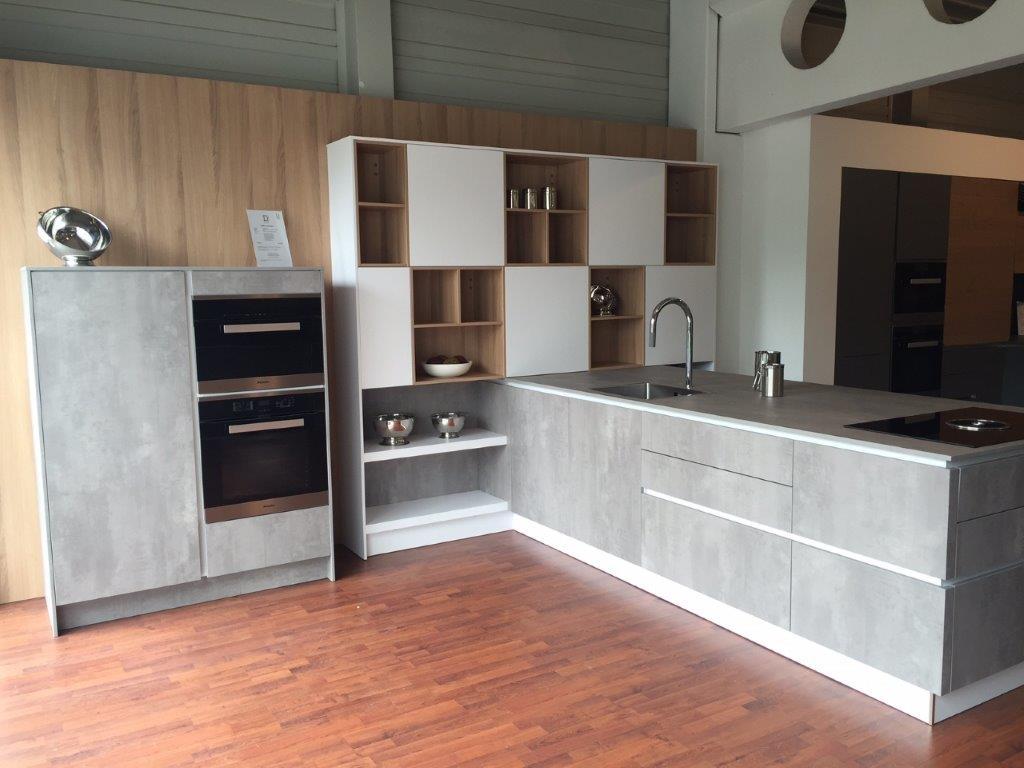 Häcker-Küche in Spachtelbeton-Optik von Dross Ingolstadt