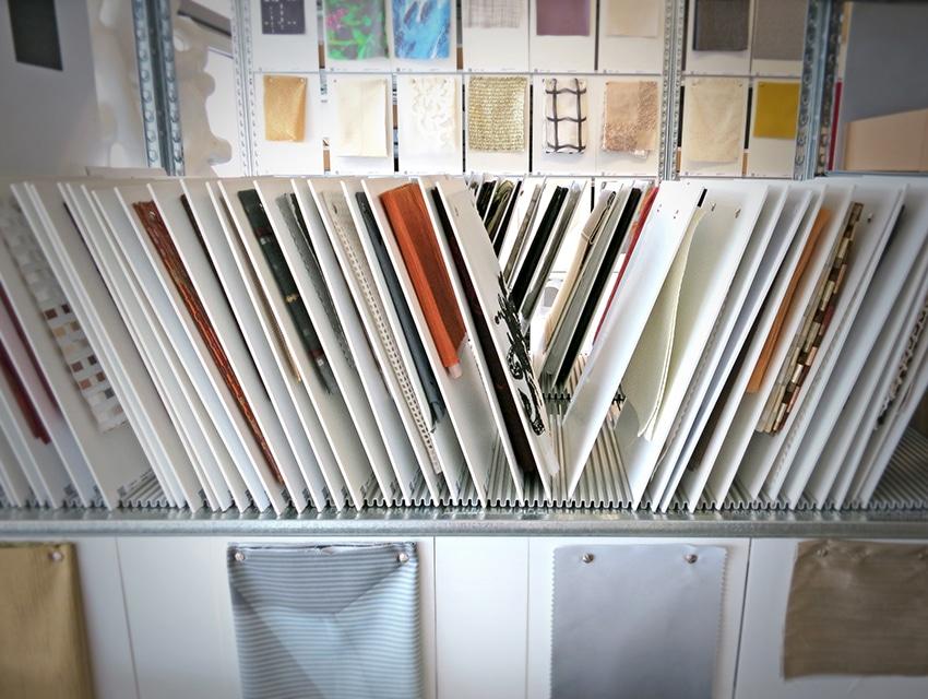 Das Materialarchiv der Agentur raumPROBE aus Stuttgart beherbergt rund 30-40.000 Muster, von denen sich Architekten und Planer inspirieren lassen können. (Foto: fassaden-blog.de/ raumPROBE Stuttgart)