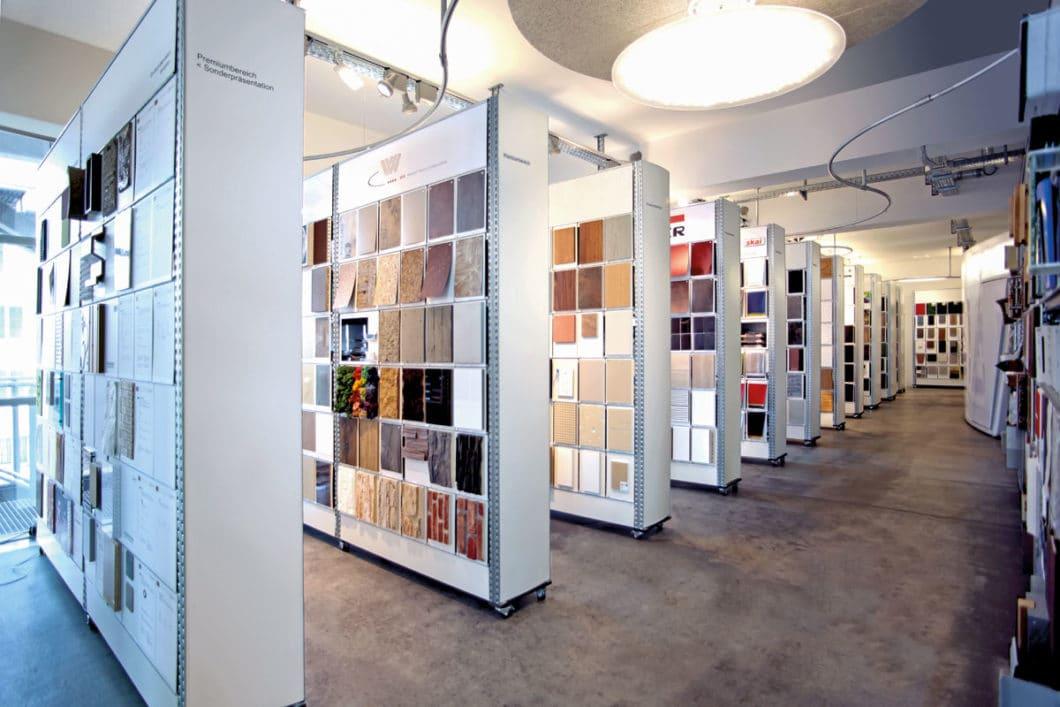 Unzählige Materialien und Farben warten in diesem Raum darauf, entdeckt zu werden. Was werden die Farb- und Materialtrends für 2019/20 sein? (Foto: raumPROBE Stuttgart)