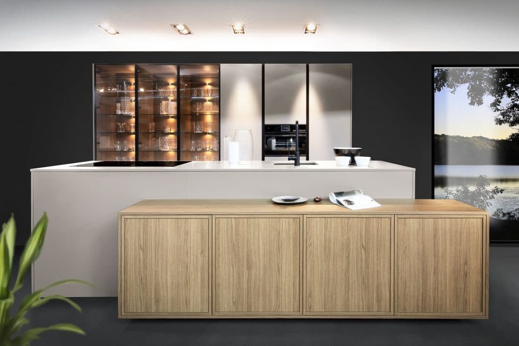 """""""Auf Gehrung gearbeitet"""" bedeutet, einen hochwertigen, nahezu nahtlosen Übergang im rechten Winkel von Küchenarbeitsplatten und Möbelstücken zu schaffen. (Foto: Rotpunkt)"""