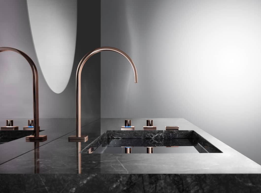 Purer Luxus, strahlende Eleganz: mit dem Farbton CYPRUM in Kupfer und Gold sowie der filigranen Armatur-Form von Tara bringt Dornbracht den Premiumgedanken von Küche und Bad auf den Punkt. (Foto: Dornbracht)