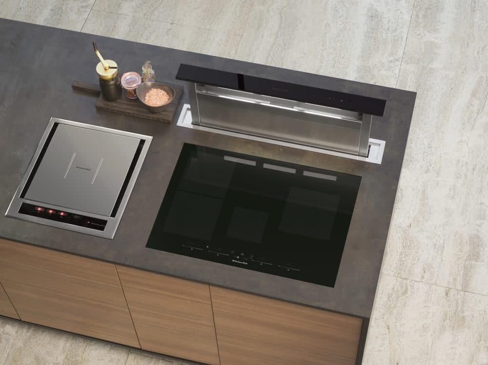 Das puristische Chef Sign 5-in-1-Kochmodul fügt sich perfekt als Kochergänzung in Küchenräume ein - und dient durchaus als Einzelmodul für kleine Küchen. (Foto: KitchenAid)