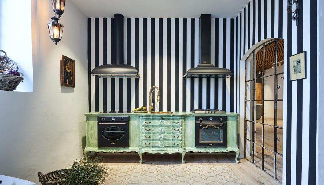 Auch so kennt man italienisches Flair in der Küche: die bunten Farben und hochwertigen Retro-Geräte von SMEG sind längst Kult. (Foto: SMEG)