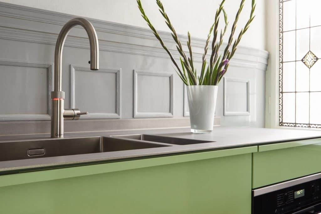 """Zwei innovative und """"coole"""" Produkte für die moderne Küche: Popstahl und der QUOOKER. (Foto: Popstahl Küchen)"""