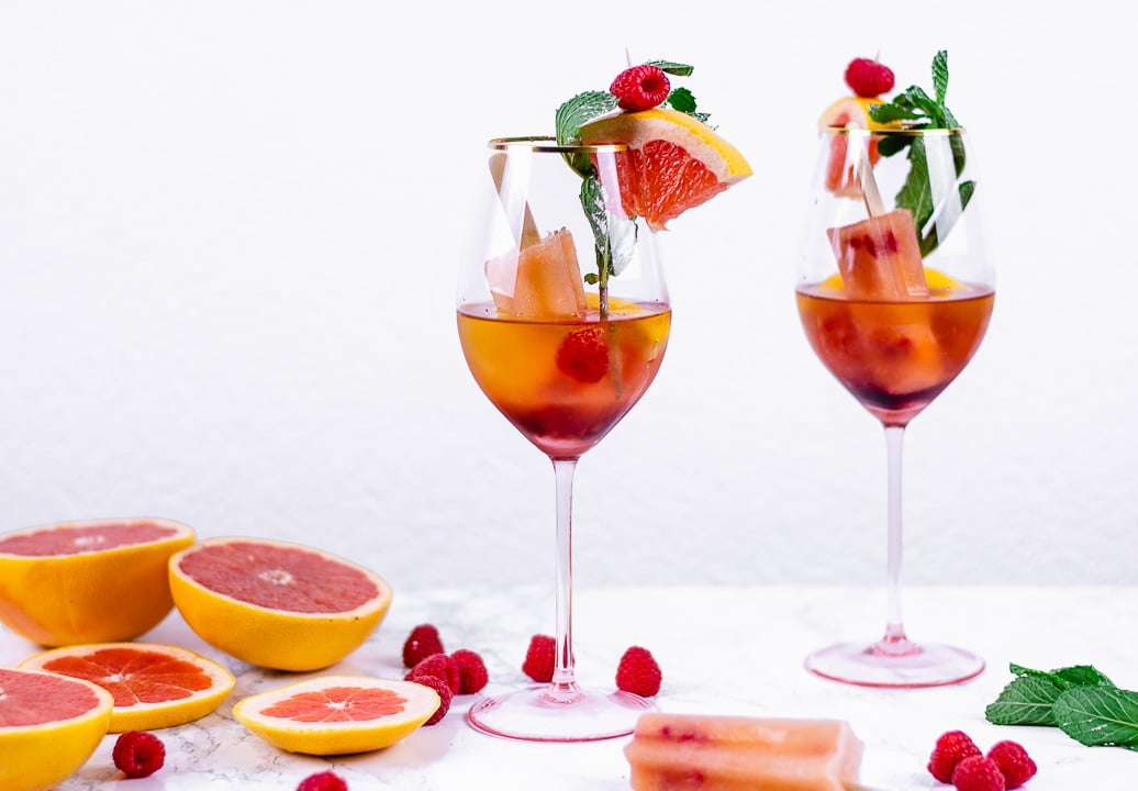"""Wer das Weinglas Stella bestellen oder damit einen ersten Cocktail ausprobieren möchte, kann sich auf dem Foodblog """"heissehimbeeren.com"""" nähere Informationen einholen. Das Rezept für den Pink Rose-Cocktail (sehr empfehlenswert!) finden Sie dort ebenfalls. (Foto: Annelie Ulrich)"""