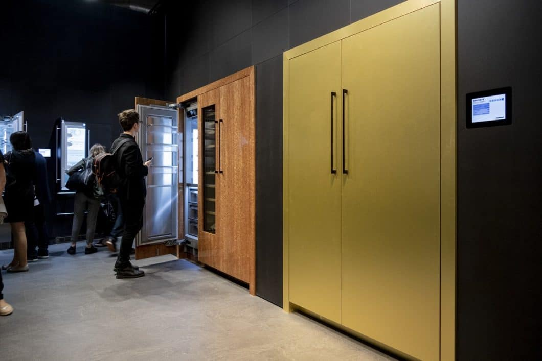 Bereits auf der Mailänder Küchenmesse EuroCucina 2018 stellte Liebherr die imposanten Monolith-Kühlschrankmodelle vor. Wie nachhaltig sind sie wirklich? (Foto: Saverio Lombardi Vallauri)