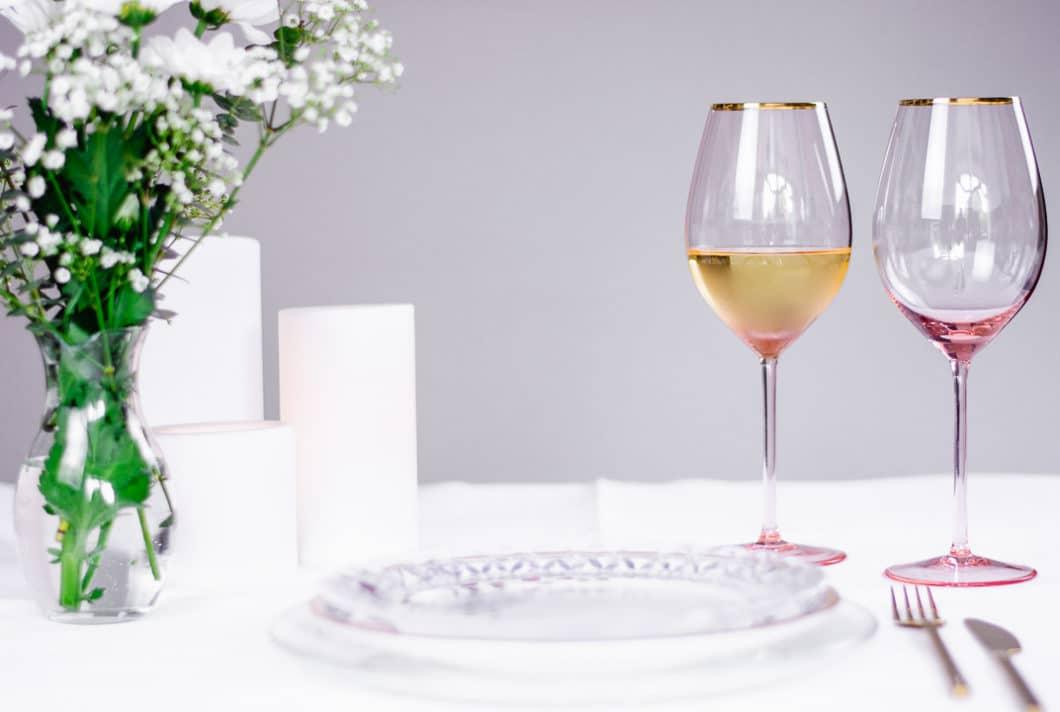 Ein junges Gründerpaar aus München hatte es satt, auf beengtem Wohnraum unzählige Gläser für die richtige Weinsorte stapeln zu müssen. Sie entwarfen das feminine Weinglas Stella, das für schwere Weinnoten ebenso wie für spritzige Cocktails geeignet ist. (Foto: Annelie Ulrich)
