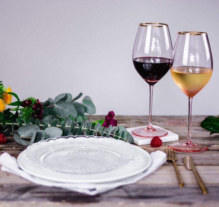 Das Weinglas Stella sieht nicht nur edel und grazil aus, sondern kann als Universalglas sowohl für Rotwein, Weißwein, Rosé als auch für prickelnde Champagnersorten und Cocktails verwendet werden. (Foto: Annelie Ulrich)