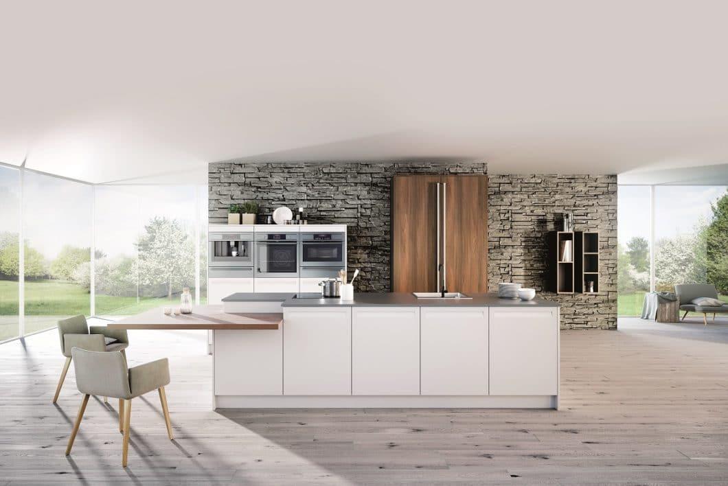"""Rotpunkt Küchen setzt starke Zeichen in punkto Nachhaltigkeit: seit mehreren Jahren lassen sich nahezu alle Modelle auch in der """"Greenline-Edition"""" bestellen, die aus wasser- und ressourcenschonenden BioBoard-Platten hergestellt werden. (Foto: Rotpunkt)"""