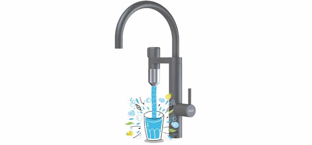 Der zusätzliche Auslauf der Armatur, der für den Franke Vital-Filter genutzt wird, ist homogen ans Armaturendesign angepasst. Das Austauschen der Kapsel erfolgt nach 500 Litern. (Foto: Franke)