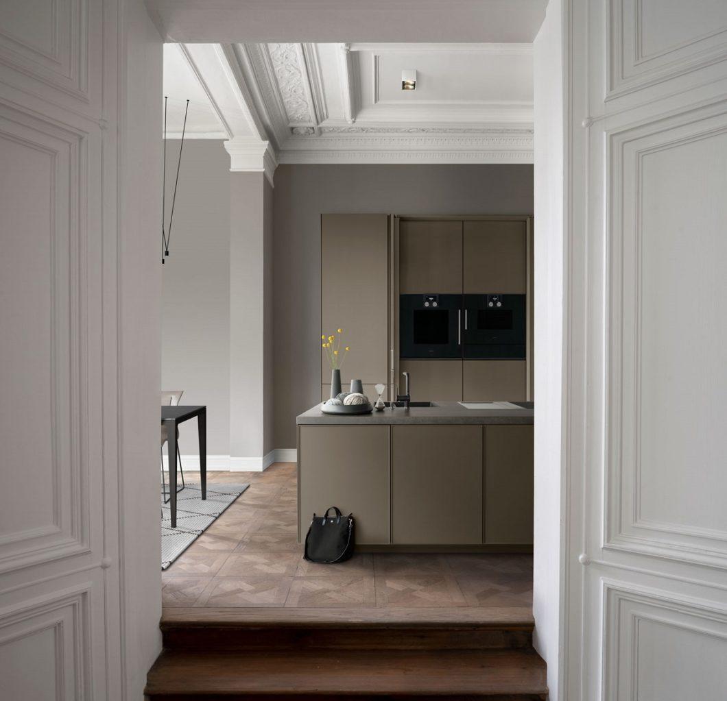Majestätisch und dabei doch höchst minimalistisch: die ästhetische Verknüpfung von Architektur und Küchenplanung zeichnet SieMatic seit exakt 90 Jahren aus. (Foto: SieMatic)