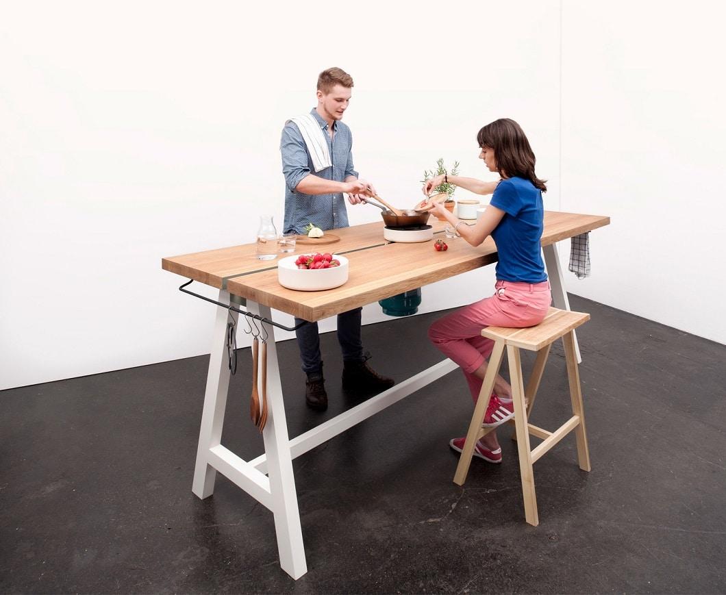 Ein Tisch, auf dem mit Gasflamme gekocht und anschließend gegessen werden kann, entwarf auch der Bremer Designstudent Moritz Putzier vor einigen Jahren. (Foto: Studio Moritz Putzier)