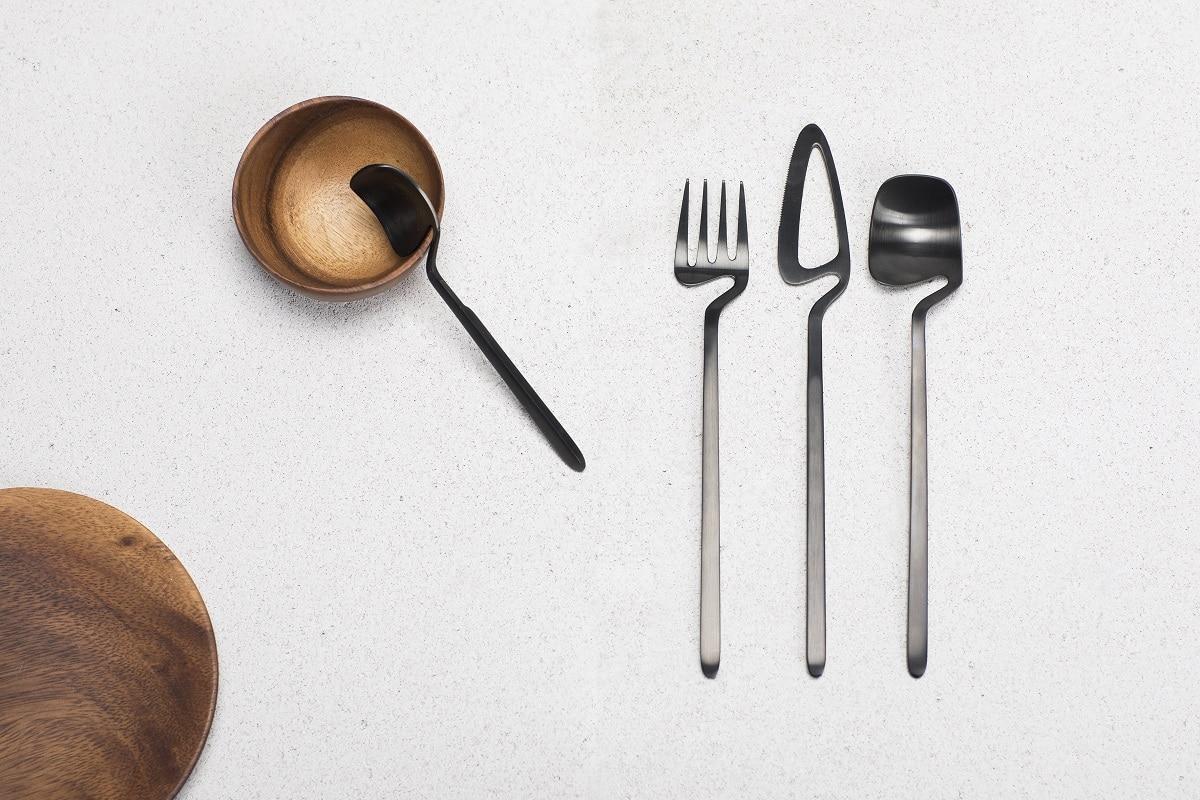 """Besteck für die Küche kann durchaus kreativ und außergewöhnlich sein - das beweist das nonkonformistische """"cutlery by nendo"""". (Foto: Valerie Objects)"""