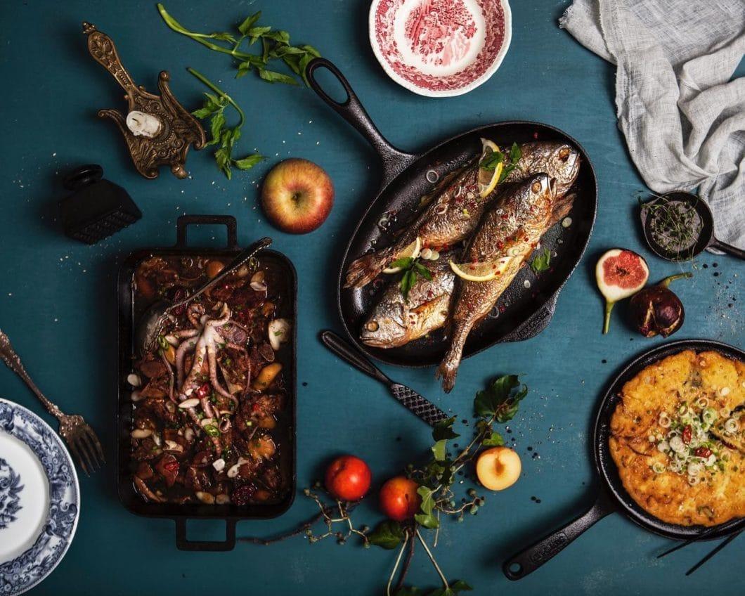 Gusseisen ist ein traditionelles Material für die Anfertigung von Küchenutensilien - und erlebt gerade ein Comeback im Küchenraum. Für Tradition und Hochwertigkeit steht die Firma Skeppshult seit jeher. (Foto: Skeppshult)