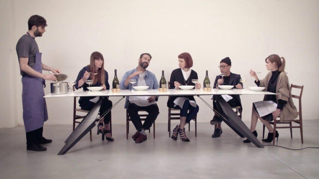 Die Idee hinter dem SmartSlab Table: gemeinsames Kochen und Essen wieder zu einem kommunikativen Akt werden zu lassen. (Foto: SapienStone)